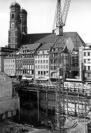Oktober 1969 Ecke Kaufingerstraße / Rosenthal: Baugrube mit S-Bahntunnel
