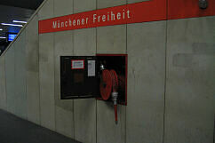 Brand an der Münchner Freiheit: Offener Wandhydrant
