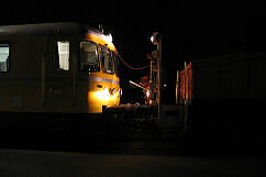 Kupplung zwischen Gleismesszug der DB und Akkulok der U-Bahn