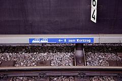Kurzzugmarkierung am Gleis