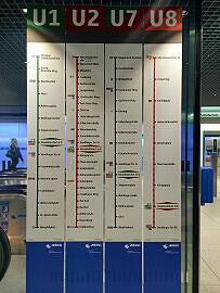 Linienlaufschilder am Hauptbahnhof