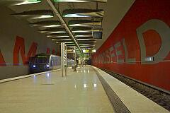 U-Bahnhof Moosfeld mit einfahrendem C-Zug im bauma-Einsatz