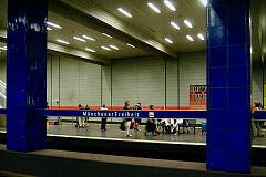 Einfahrender A-Wagen an der Münchner Freiheit