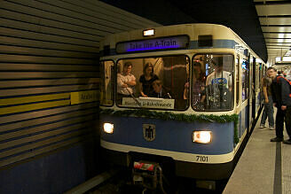 Fahrt in der Party-U-Bahn: Wende am Arabellapark