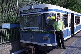 Fahrt in der Party-U-Bahn: der Organisator