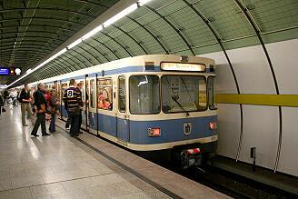 A-Wagen 113 am Odeonsplatz