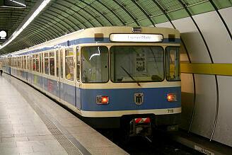 A-Wagen 119 am Odeonsplatz