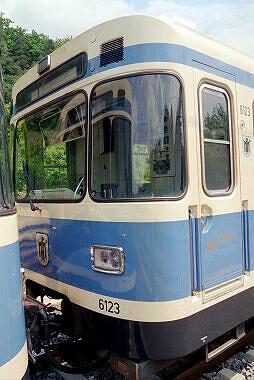 Überführte U-Bahn nach N mit bereits auf schwarz umgebauten ZZA