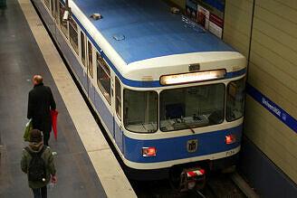 A-Wagen 134 im Bahnhof Universität