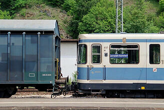 Überführung dreier U-Bahn-Wagen 2003 - Adapterwagen an A-Wagen 137