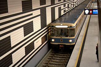 A-Wagen 167 im U-Bahnhof Oberwiesenfeld