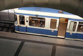 A-Wagen 175 in Feldmoching aus dem Sperrengeschoss gesehen