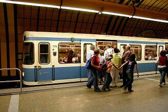 A-Wagen 175 im U-Bahnhof Theresienwiese