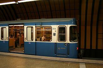 A-Wagen 214 im U-Bahnhof Theresienwiese