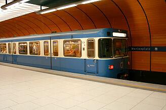 A-Wagen 216 im U-Bahnhof Marienplatz