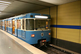 A-Wagen 216 im U-Bahnhof Sendlinger Tor