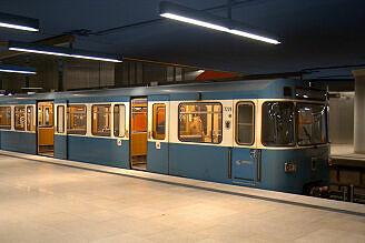 A-Wagen 229 im U-Bahnhof Olympia-Einkaufszentrum