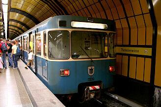 A-Wagen 232 im U-Bahnhof Theresienwiese