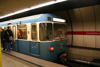 A-Wagen 237 im U-Bahnhof Fraunhoferstraße