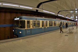 A-Wagen 244 an der Machtlfinger Straße