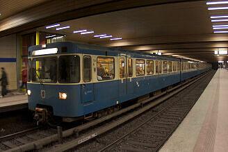A-Wagen 245 an der Implerstraße