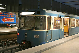 A-Wagen 251 im U-Bahnhof Olympia-Einkaufszentrum