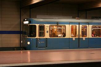 A-Wagen 303 an der Implerstraße