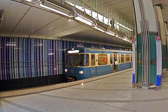 A-Wagen 324 im U-Bahnhof Dülferstraße