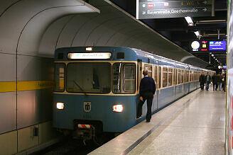 A-Wagen 234 am Hauptbahnhof