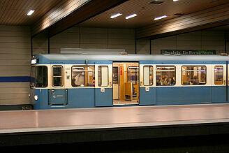 A-Wagen 353 an der Implerstraße