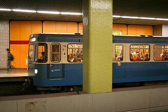 A-Wagen 355 im U-Bahnhof Kolumbusplatz