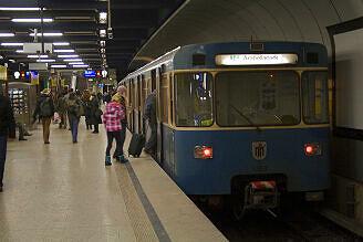 A-Wagen 359 am Hauptbahnhof