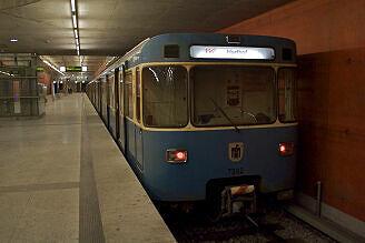 A-Wagen 362 an der Messestadt West