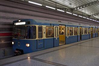 A-Wagen 364 im U-Bahnhof Harthof