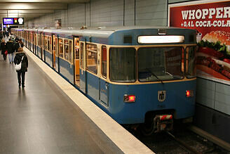 A-Wagen 365 an der Giselastraße