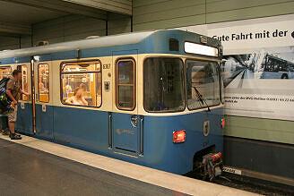 A-Wagen 367 im U-Bahnhof Odeonsplatz