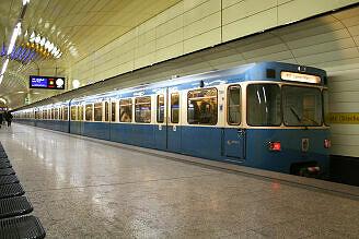 A-Wagen 369 am Karlsplatz (Stachus)