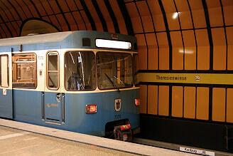 A-Wagen 370 im Bahnhof Theresienwiese