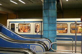B-Wagen 516 im U-Bahnhof Sendlinger Tor