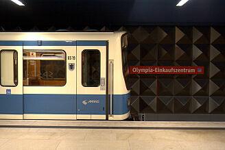 B-Wagen 519 im U-Bahnhof Olympia-Einkaufszentrum