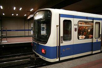 B-Wagen 525 an der Implerstraße