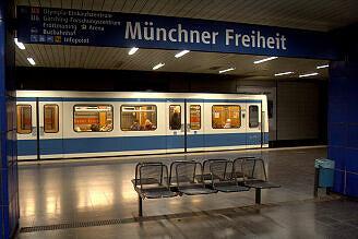 B-Wagen 525 an der Münchner Freiheit