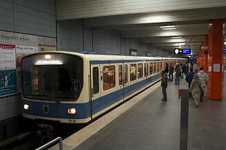 B-Wagen 526 im U-Bahnhof Giselastraße