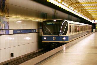 B-Wagen 560 im Bahnhof Thalkirchen