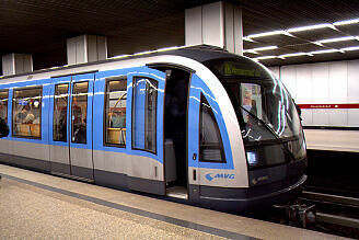 C-Zug 610 am Hauptbahnhof