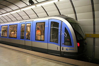 C-Zug 615 im U-Bahnhof Lehel