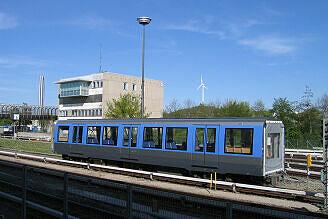 Mittelwagen 8765 des C-Zuges 615 mit Getriebeschaden im Betriebshof