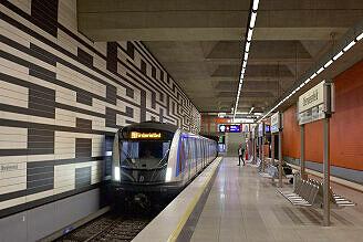 C2-Zug 716 am ersten offziellen Betriebstag auf der U3