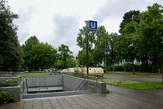 Oberfläche am U-Bahnhof Basler Straße