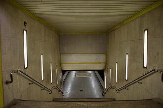 Südliche Treppenanlage zum U-Bahnhof Basler Straße